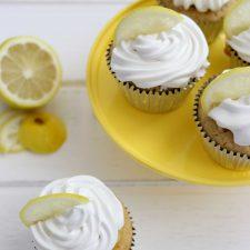 Cupcake de Baunilha com Mousse de Limão